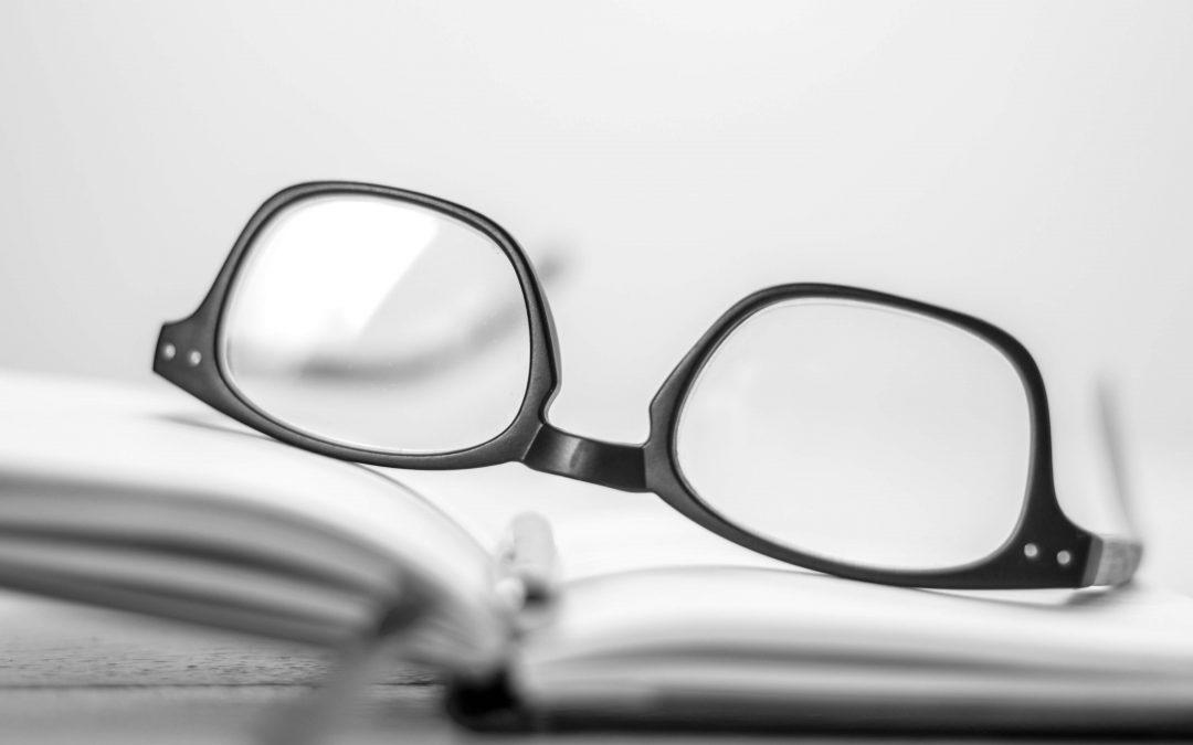 Védőszemüveg juttatása
